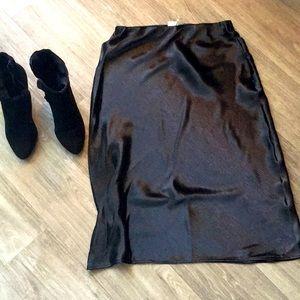 NWT Silk Like MIDI Skirt Medium